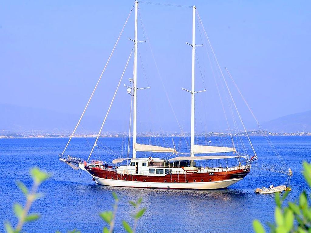 Yacht Berrak Su
