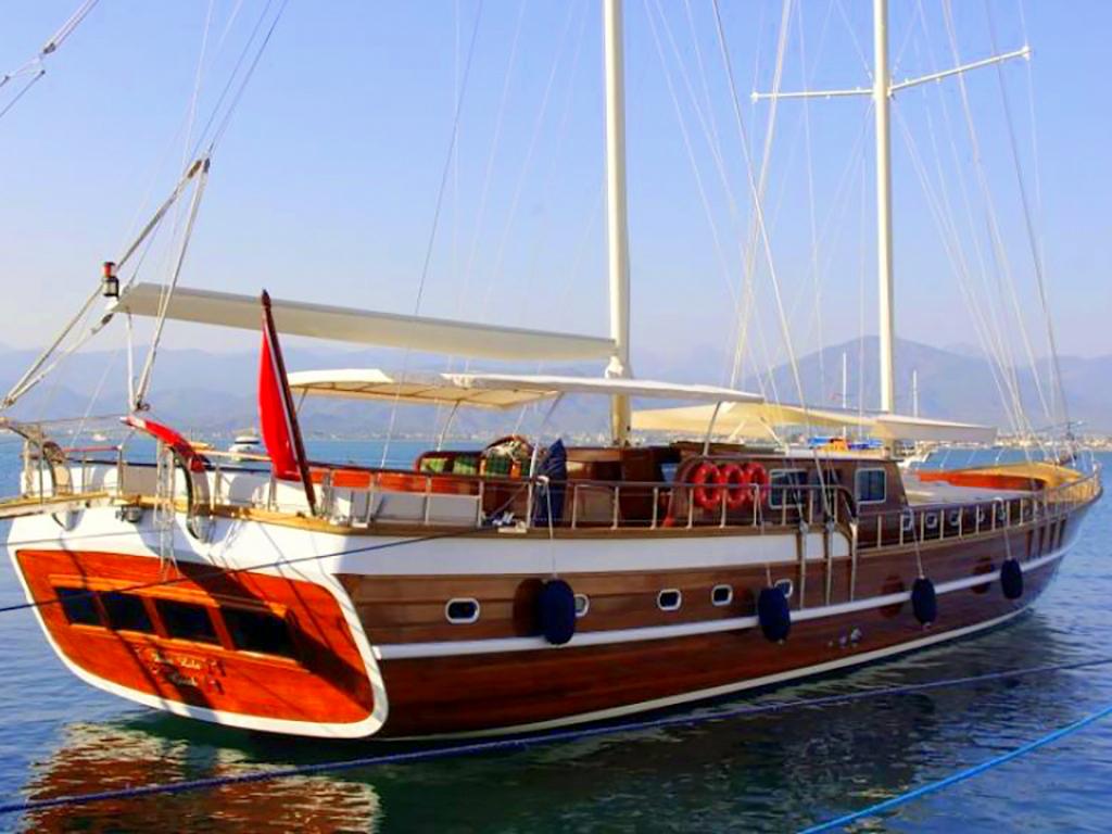Yacht Dear Lila
