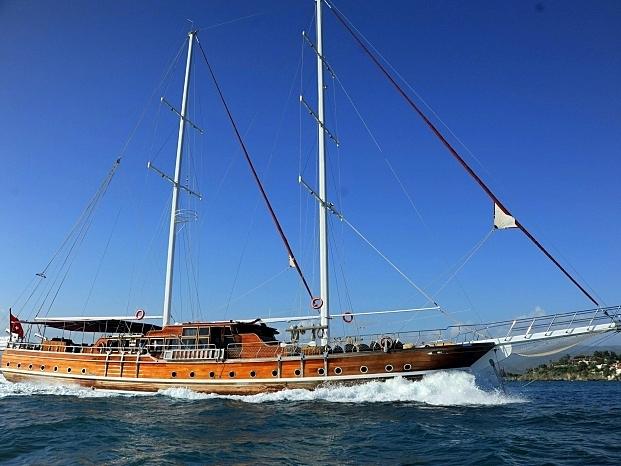 Yacht Deniz Felix Balina
