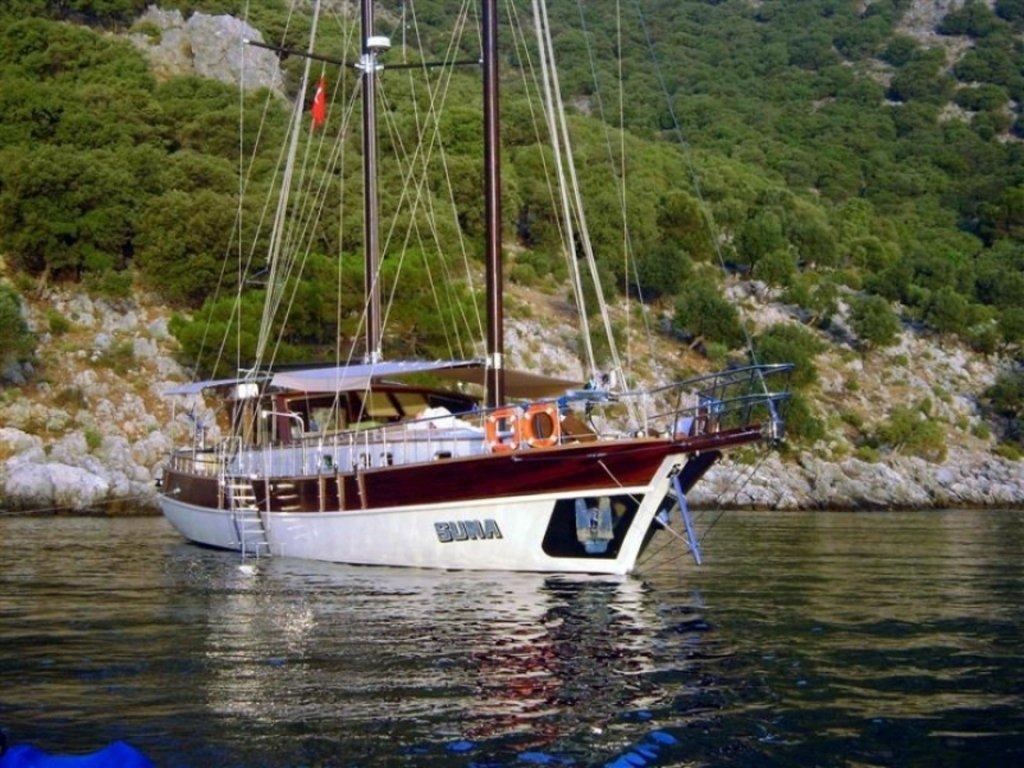 Yacht Suna