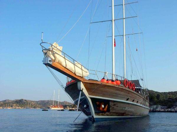 Yacht Vivere