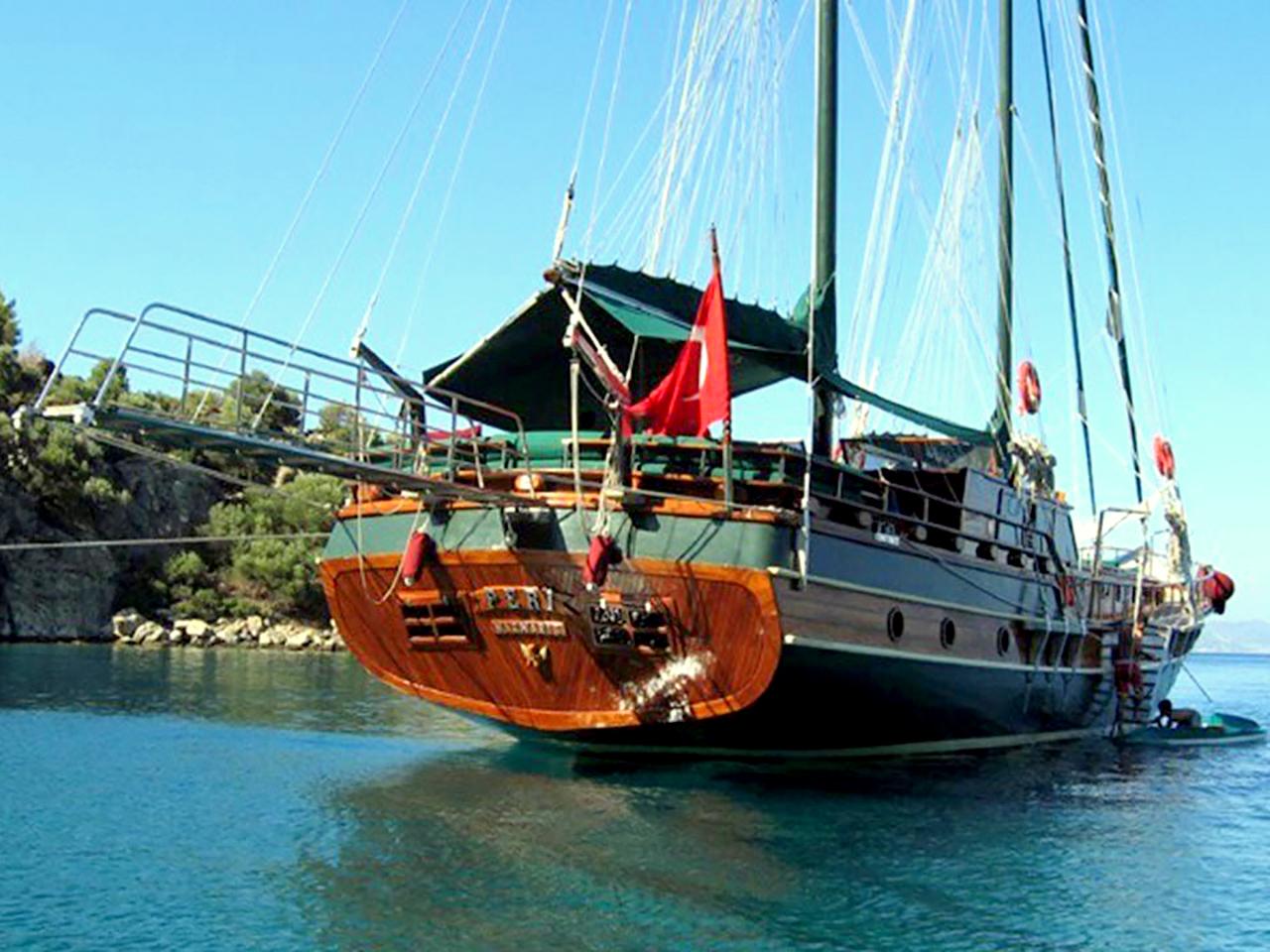 Yacht Peri