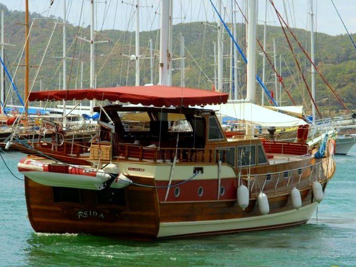 Yacht Reina